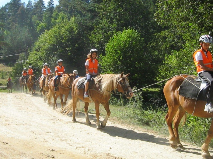 Children ride horses in Bansko | Lucky Kids