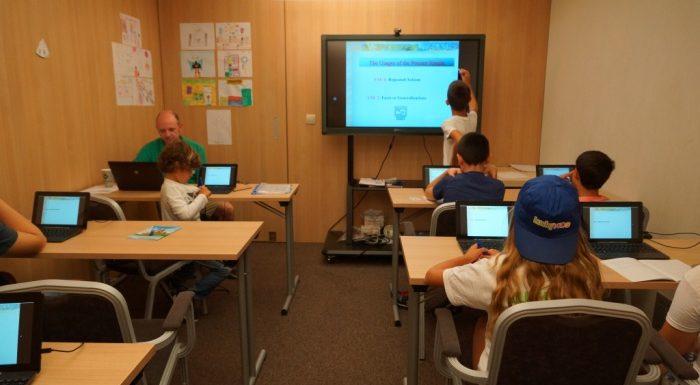 Интерактивно обучение по английски в Lucky Kids