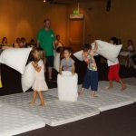 Голям бой с възглавници