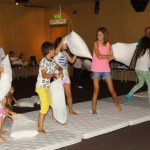 Детски бой с възглавници