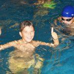 Дете в басейн