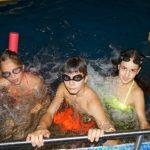 Плуваме