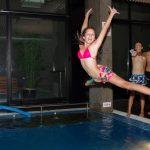 В плувния басейн