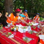 Обяд сред природата
