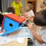 Оцветяване на къщичка за птици
