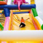 Скачащ замък