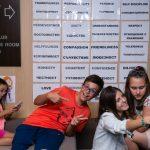Деца се забавляват в лагера на Lucky Kids
