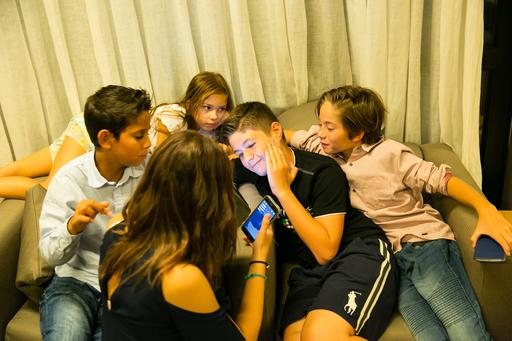 Децата общуват помежду си
