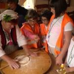 Дети учатся готовить болгарскую баницу | LuckyKids