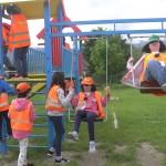 Децата от лагера играят на катерушки | LuckyKids