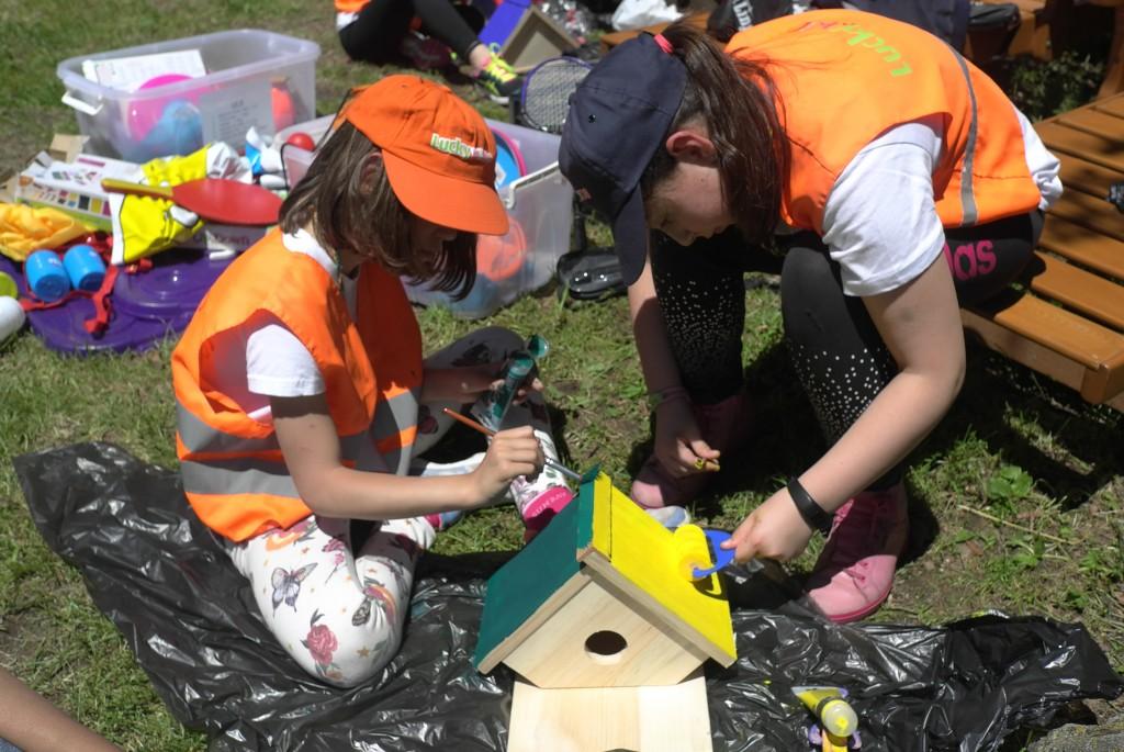 Дети делают птичью коробку | LuckyKids