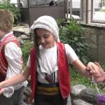 Децата се учат да играят хоро | Lucky Kids
