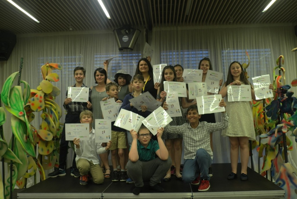 Деца завършват успешно английски курс | Lucky Kids