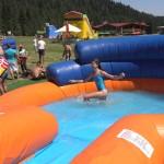 Дете на водна пързалка, щастливо | Lucky Kids