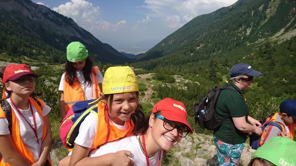 Счастливые дети во время перехода | Lucky Kids
