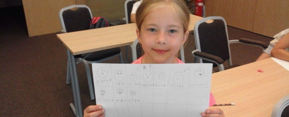 Малко дете учи английски | Lucky Kids