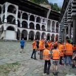 Деца се държат възпитано в манастир | Lucky Kids
