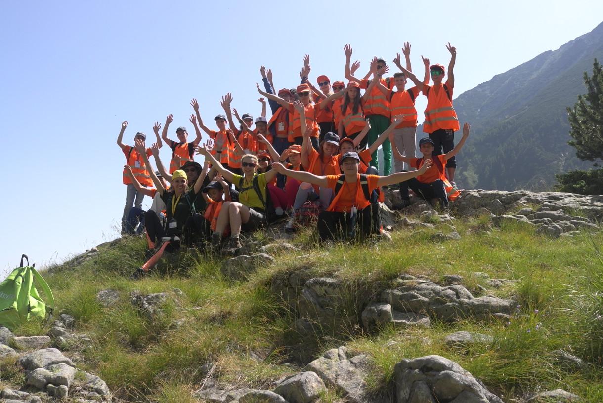 Нова групова снимка в планината   Lucky Kids