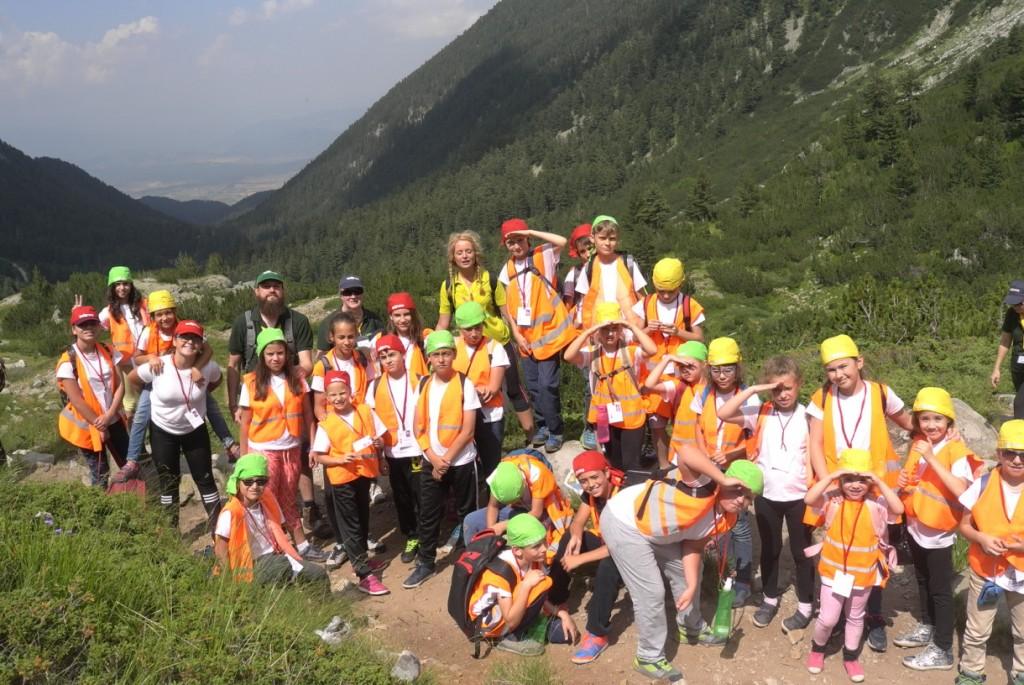 Больше фотографий группы в горах | LuckyKids