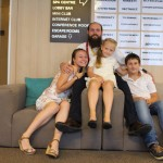 Снимка деца и аниматор във фоайето | Lucky Kids