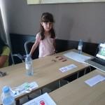 Малко дете реди пластелин | Lucky Kids
