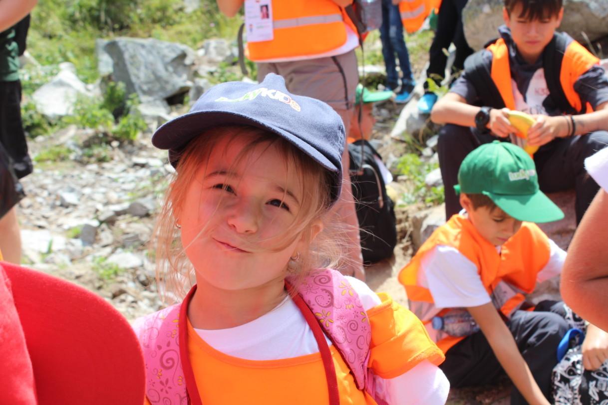 Малка участничка в планински преход | Lucky Kids