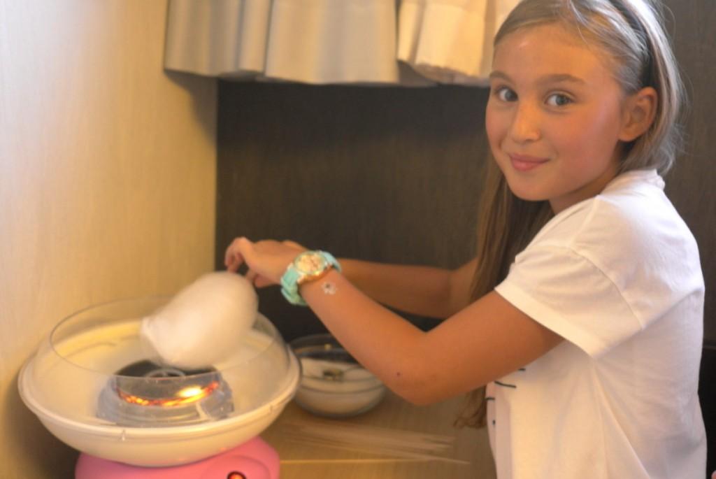 Дети делают самодельные хлопковые конфеты | Lucky Kids