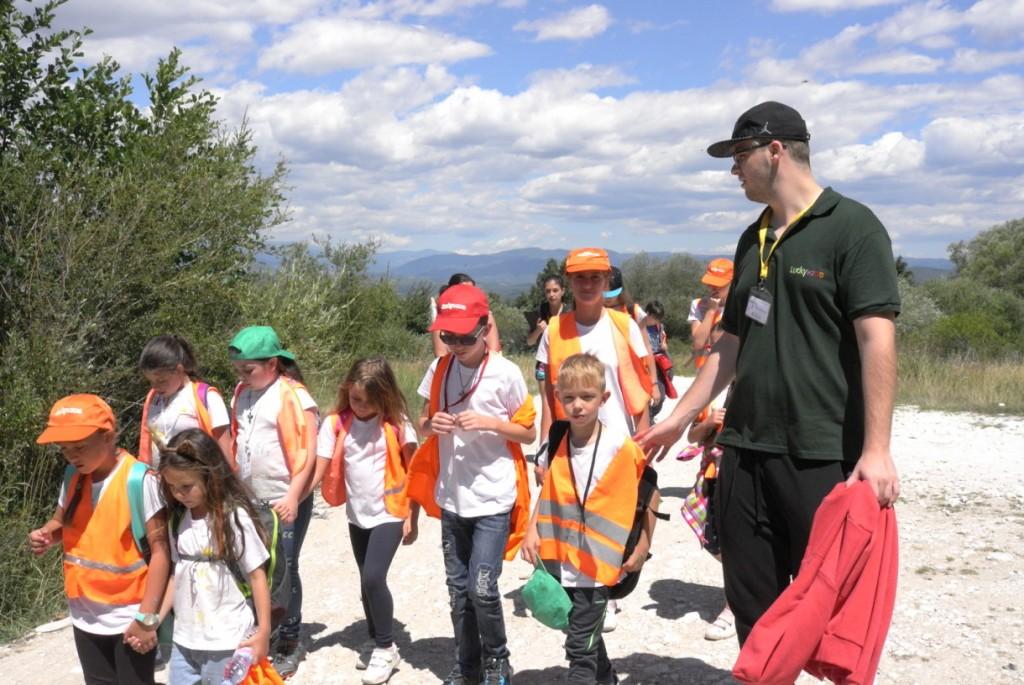 Маленькие мальчики в английском детском лагере | Lucky Kids