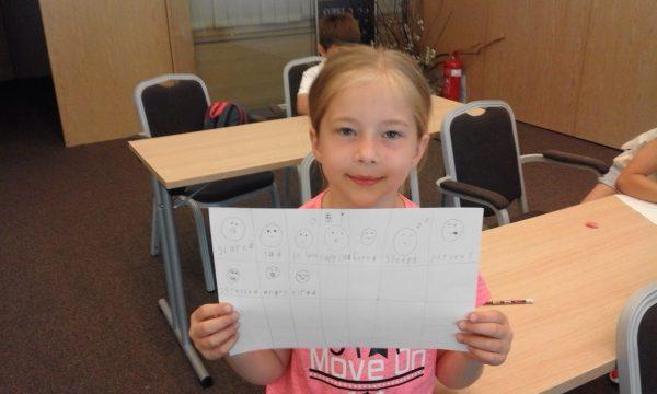 Little kid teaches English | Lucky Kids