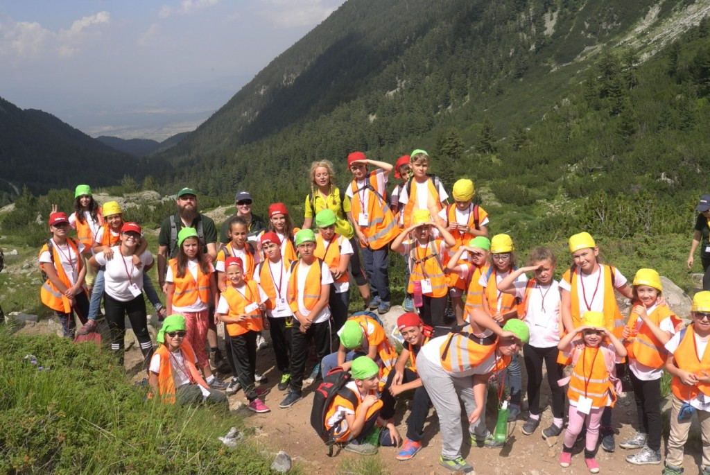 More group photos in the mountain | Lucky Kids
