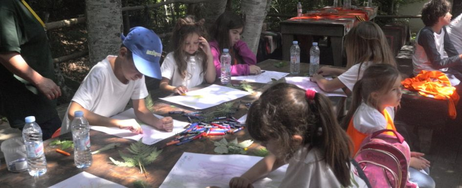 Children paint with outdoor pastels | Lucky Kids