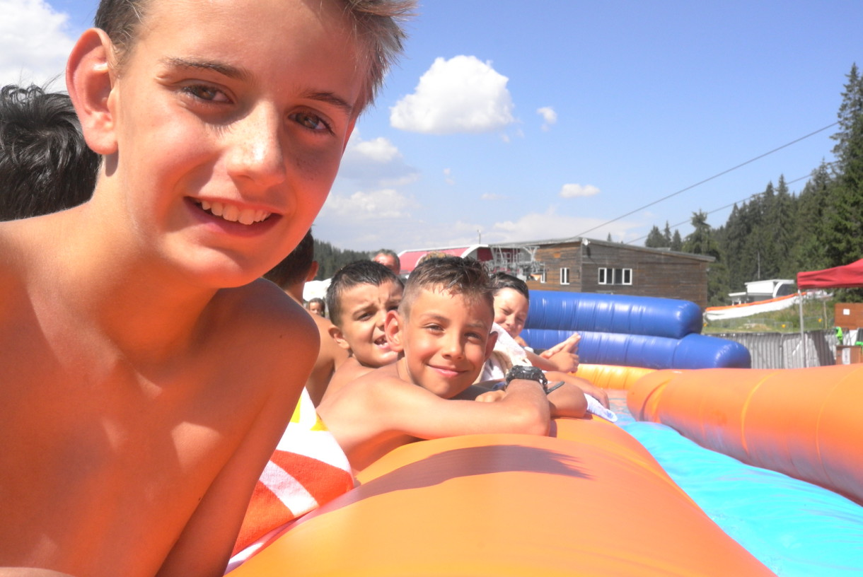 Children have no patience for a water slide   Lucky Kids