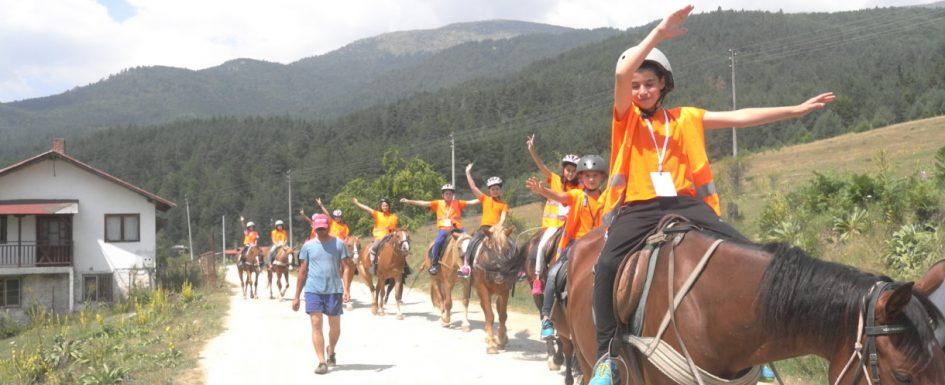 Children ride horses professionally | Lucky Kids