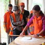 Как помешать традиционно тесто | Lucky Kids