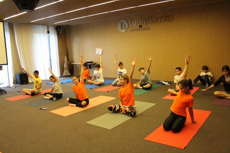 Йога для детей в отеле | Lucky Kids