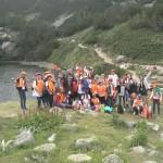 Групповое фото детей горного озера | Lucky Kids