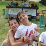 Небольшие игроки в лагере | Lucky Kids