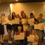 Дети принимают сертификаты на английском языке | Lucky Kids