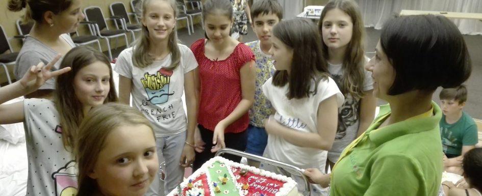 Cum își sărbătoresc copiii ziua de naștere dacă este în timpul taberei?